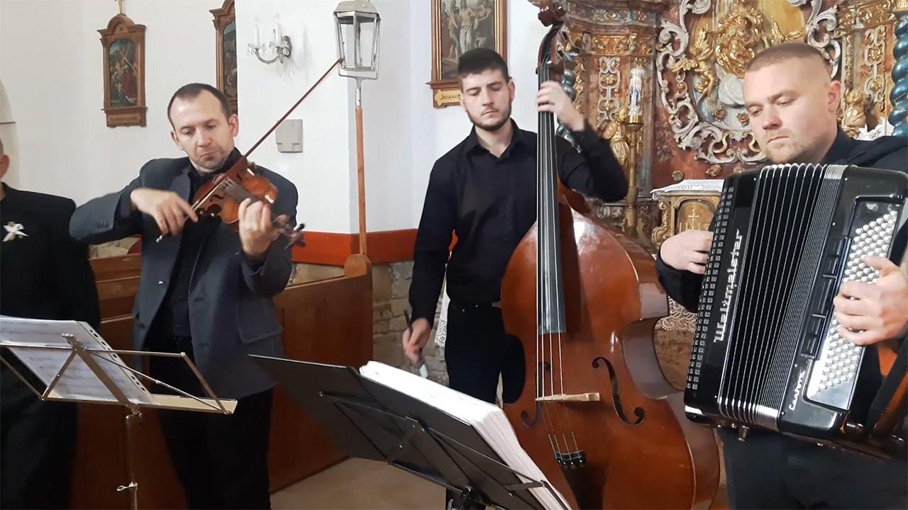 cimbalovka tomáša uličného hrá v kostole