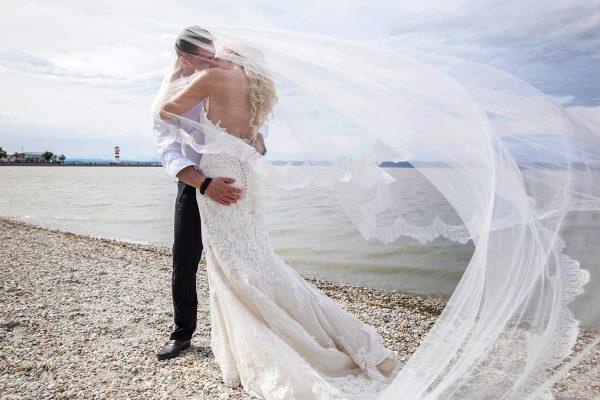 svadobný pár na pláži
