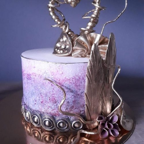 svadobná torta so zlatým srdcom