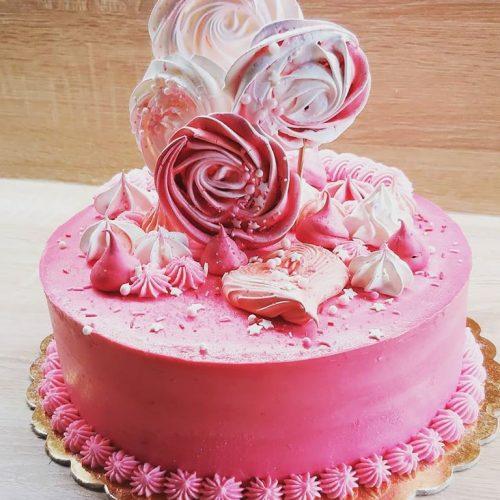svadobná torta s ružovou polevou