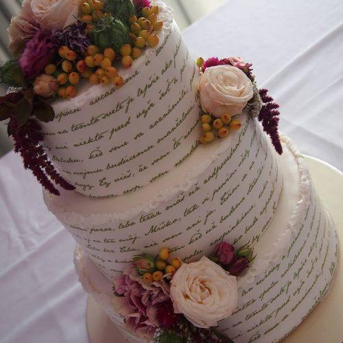 Svadobná torta biela s kvetmi - Sisters Cake