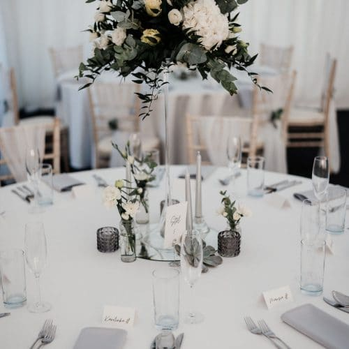 Hotel Gader - Svadobný stan - Svadobná hostina - detial na kyticu na stole